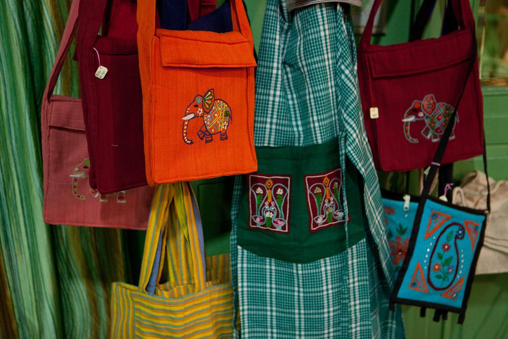Die Handicraft-Produkte strahlen voller Farben.