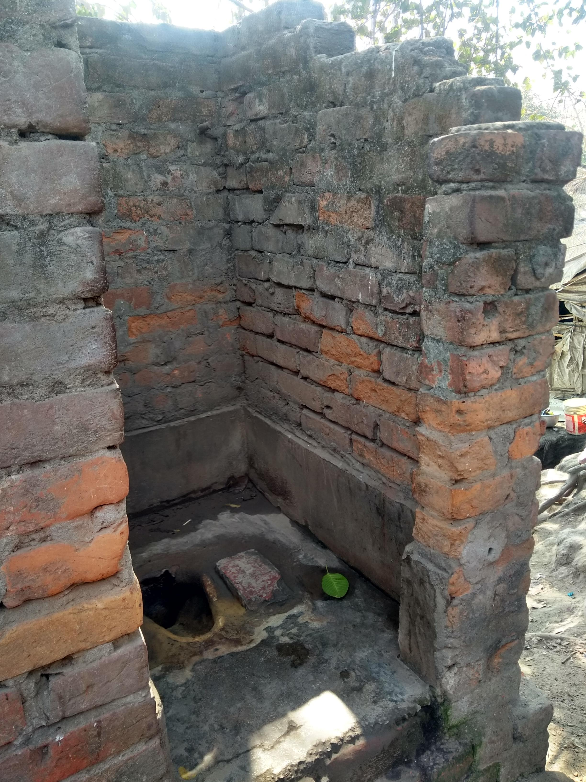 Die alten Toiletten ohne Tür oder Dach gab keine Form von Privatsphäre