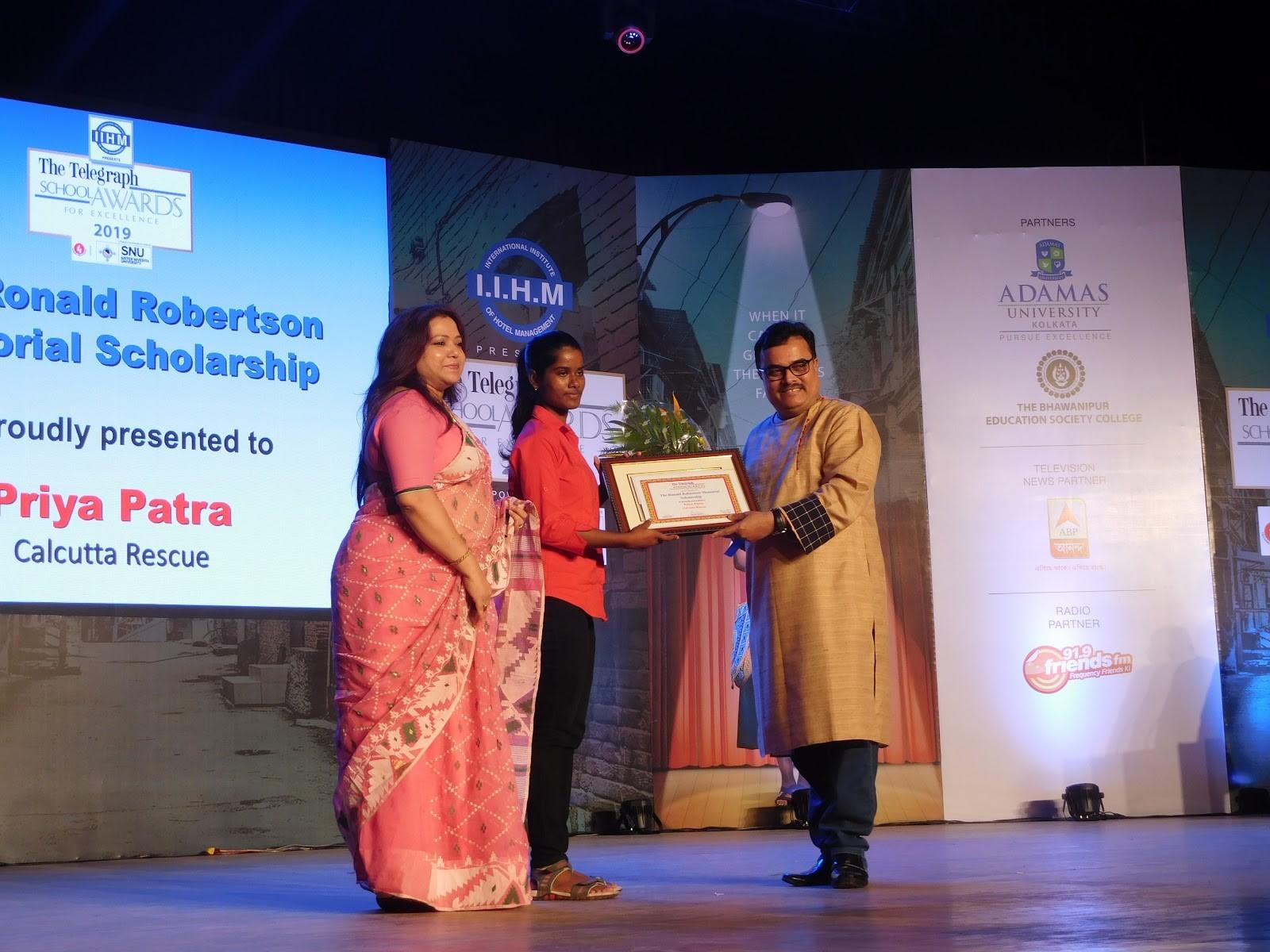 Priya erhält den Telegraph School Awards for Excellence als Sportlerin mit herausragendem Talent.