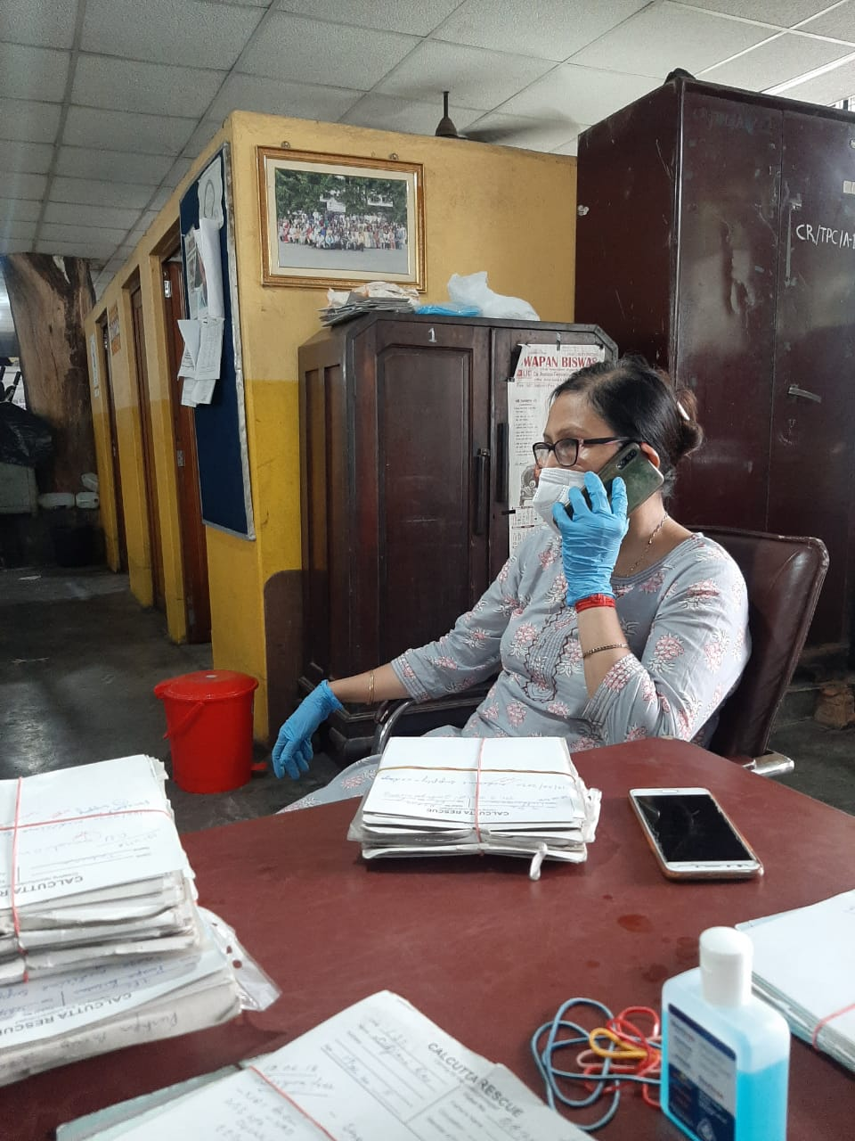 Dr. Ghosh bei einer Tele-Medizin-Sprechstunde